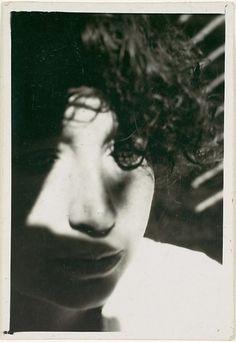 László Moholy-Nagy, c. 1926 - portrait of lucia moholy Photography Challenge, Art Photography, Social Photography, Architecture Bauhaus, Art Actuel, Karl Blossfeldt, New Objectivity, Laszlo Moholy Nagy, Art Corner