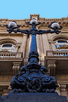 Las Farolas de la entrada del  Del Teatro Colon, Buenos Aires, Argentina