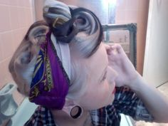 That Rockabilly style I dig Rockabilly Hair, Rockabilly Fashion, Rockabilly Style, 50s Hairstyles, Vintage Hairstyles, Pin Up Hair, My Hair, Pelo Retro, Pelo Vintage