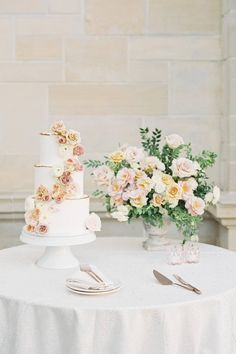 After all the time you've spent tasting and designing your dream confection, you don't want to skip on its presentation! 🍰 There's no better way to highlight your wedding cake than by placing it beside an abundance of pretty florals like these by @wilderfloralco. 💐 | Photography: @tenthandgrace #stylemepretty #weddingcake #caketable #desserttable #weddingdessert #weddingflowers Wedding Cake Table Decorations, Wedding Cake Display, Wedding Desserts, Floral Decorations, Wedding Table, Black Wedding Cakes, Beautiful Wedding Cakes, Whimsical Wedding, Floral Wedding