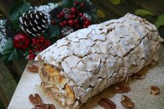 Toffee Pecan Roulade - we made it. Toffee, Caramel Pecan, Chocolate Roulade, Lindt Chocolate, Chocolate Crinkles, Chocolate Drizzle, Chocolate Recipes, Meringue Roulade, Meringue Pavlova