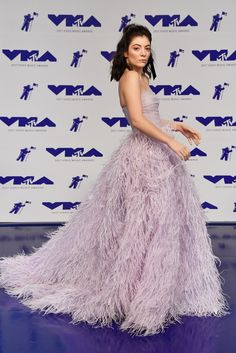 Lorde in Monique Lhuillier at the 2017 VMAs