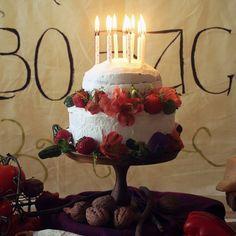 Happy Birthday, Bilbo and Frodo Baggins! - Feast of Starlight Hobbit Cake, Baggins Bilbo, Hobbit Party, Huge Cake, Happy Birthday, Birthday Cake, Birthday Bbq, Golden Birthday, Birthday Ideas