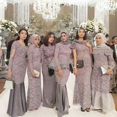 "OOTD KEBAYA PESTA on Instagram: ""bridesmaids by @dbieoctora . . TAG teman-teman kamu buat inspirasi! . . #ootdkondangan #kebayamuslim #kebayahijab #kebayamodern…"" Kebaya Modern Dress, Kebaya Dress, Hijab Dress Party, Hijab Style Dress, Wedding Hijab Styles, Simple Bridesmaid Dresses, Muslim Dress, Kebaya Muslim, Foto Instagram"
