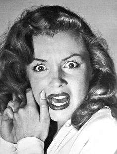 Hollywood 1949 - Marilyn Monroe expressing horrified fear after the photographer asked her to emote like a silent movie heroine by Philippe Halsman. Marilyn Monroe Fotos, Norma Jean Marilyn Monroe, Marlene Monroe, Viejo Hollywood, Old Hollywood, Hollywood Glamour, Hollywood California, California Usa, Hollywood Actresses