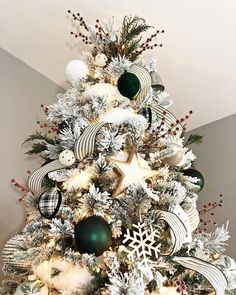 how to flock a christmas tree the real way vignettes christmas christmas decorations christmas tree