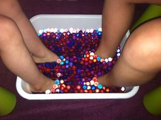 Water Beads Foot Spa Same effect as the one advertised on TV, but much cheaper. Spa Day Party, Salon Party, Girl Spa Party, Spa Birthday Parties, Sleepover Party, Slumber Parties, Birthday Fun, Girls Pamper Party, Birthday Ideas