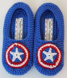 Captain America Inspired Childrens Slippers - Mens Slippers - Ideas of Mens Slippers Crochet Kids Scarf, Crochet Beanie Pattern, Crochet Shoes, Crochet Baby Booties, Crochet Slippers, Baby Knitting Patterns, Crochet For Kids, Crochet Clothes, Mens Slippers