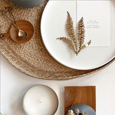 Interior | table decoration | Mijn tijd met jou besteden | Home inspiration | Rotan | Table styling | Wedding table | Beige | Nude | Ton sur ton | Table Settings | Table decorations | Table du sud | Wedding table plan | Beige Aesthetic |  Picture by: Gewoon doen Deventer Decor, Interior, Interior Inspiration, Home, New Homes, Table, Home Deco, Table Decorations, Inspiration