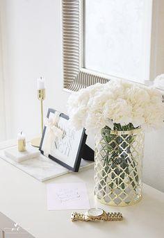 Flower bouguet jysk gold vase white flowers kukkakimppu