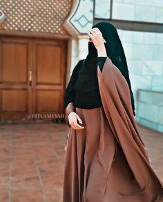 Niqab Fashion, Modest Fashion Hijab, Modern Hijab Fashion, Muslim Women Fashion, Estilo Abaya, Hijab Trends, Muslim Beauty, Stylish Dresses For Girls, Beautiful Hijab