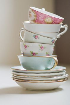 Can we all just agree how chic these vintage tea cups are? We can? Perfect.