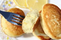Fluffy pancakes on kefir without eggs. I often bake your household all sorts of pancakes. They particularly like fluffy pancakes. Bolet, Fluffy Pancakes, Cooking Recipes, Healthy Recipes, Russian Recipes, Fritters, No Bake Cake, Good Food, Food And Drink