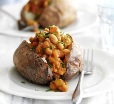 237 cals - no sugar baked beans! Cold nights require comfort food, and there's no better than jacket potatoes - give yours a health boost with home-baked beans Bbc Good Food Recipes, Vegan Recipes Easy, Vegetarian Recipes, Cooking Recipes, Vegan Vegetarian, Diet Recipes, Vegan Meals, Jacket Potato And Beans, Sweet Potato Jacket