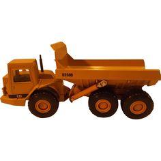 Die Cast Ertl Caterpillar Model D350D Articulated Dump Truck, scale 1:50