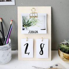 50 Creative DIY Calendar From Wooden Design Ideas Wooden Calendar, Diy Calendar, Printable Calendar Template, Calendar Design, Desk Calendars, Wall Letter Decals, Diy Desk, Summer Diy, Father's Day