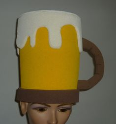TARRO DE CERVEZA Crazy Hat Day, Crazy Hats, Hobbies And Crafts, Diy And Crafts, Funny Hats, Ideas Para Fiestas, Foam Crafts, Diy Costumes, Projects