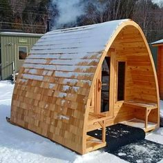 Our Outdoor Pod Sauna is a beautiful sauna option to make your backyard design more appealing. Its round lines give the Traditional Finnish Sauna a very chic and modern look. Diy Sauna, Sauna House, Sauna Room, Saunas, Bungalows, Wood Burning Heaters, Spa Jacuzzi, Sauna Design, Design Design