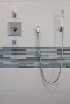 Fürdőszoba dekoráció ötletek - üvegmozaik díszcsík