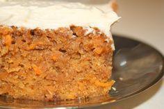 Eu adoro bolo de cenoura, esta receita é uma variação, esta receita cria um bolo um pouco mais húmido e rústico.