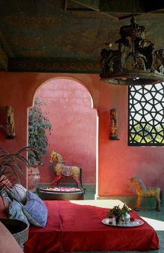 that lamp Beautiful Living Rooms, Living Room Modern, Beautiful Space, Living Room Designs, Bohemian Interior, Bohemian Decor, Bohemian Bedrooms, Living Room Mirrors, Living Room Decor