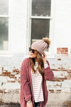Winter Outfit Idea via Glitter & Gingham / ft. Pink Cardigan, the BEST Stripe Tee Winter Fashion Outfits, Autumn Winter Fashion, Winter Style, Fashion Hats, Fashion Edgy, Fall Fashion, Fashion Dresses, Outfits With Hats, Cute Outfits