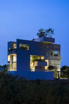 Binh House by Vo Trong Nghia Architects 숲 가꾸기 집 | 사람과 사람, 사람과 자연을 잇다. 세계...