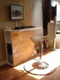 meuble bureau ordinateur une chaise en style elevee et tres moderne                                                                                                                                                                                 Plus