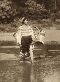 Gypsy in Romania, Gypsy Life, Gypsy Soul, Old Photos, Vintage Photos, Romanian Gypsy, Gypsy People, Gypsy Culture, Gypsy Living, Gypsy Women