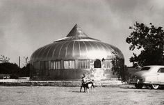 Buckminster Fuller also designed the Dymaxion House, an energy efficient and inexpensive house that was never produced. In Fuller won the AIA Gold Medal for architecture. Buckminster Fuller, Unusual Buildings, Dome House, Retro Futurism, Building Design, Modern Architecture, Habitats, Earth, Technology