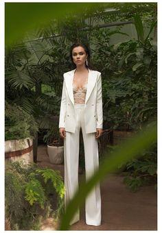 Wedding Pants, Wedding Dress Suit, Dress Prom, Suit Fashion, Look Fashion, Fashion Dresses, White Wedding Suit, White Pantsuit Wedding, White Prom Suit