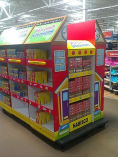 Nabisco Pallet Train by kendalkinggroup, via Flickr Point Of Purchase, Point Of Sale, Store Displays, Retail Displays, Innovative Packaging, Cardboard Display, Pop Display, London House, Retail Design
