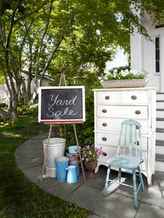 How to Turn Cast-Offs Into Cash....  (Elfi, why can't our yard sales look like this??)