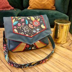 patron et tutoriel couture de la Besace Mila (2) Patchwork Quilt, Girly, Diaper Bag, Purses, Fashion, Window, Totes, Summer Time, Sewing Tips