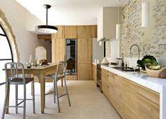 102 veces he visto estas magníficas cocinas abiertas. Stone Kitchen, Kitchen Dinning, New Kitchen, Kitchen Decor, Kitchen Wood, Beige Kitchen, Warm Kitchen, Light Wood Kitchens, Cabin Kitchens