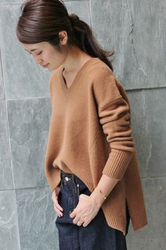 Love the brand new jeans look. Neutral Outfit, Inspiration Mode, Simple Dresses, Minimalist Fashion, Her Style, Fall Outfits, Knitwear, Winter Fashion, Street Style