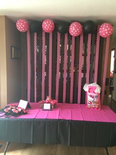 Minnie Mouse party decorations. A little too much black but I like the idea...