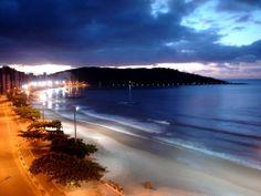 Praia do Morro à noite.