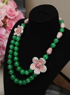 Chow Tai Fook Argyle Empress necklace with pink diamonds and very large jade beads, a combination of two very precious gems. Pear Shaped Diamond Ring, Diamond Tiara, Argyle Pink Diamonds, Colored Diamonds, Argyle Diamond, Jade Jewelry, Diamond Jewelry, Enamel Jewelry, Silber Make-up