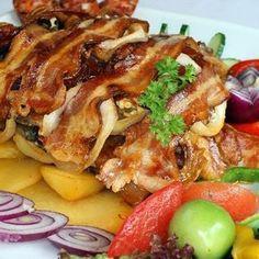 Tarja gazdagon Receptek a Mindmegette. Hungarian Recipes, Pork Dishes, Meat Recipes, Bacon, Food And Drink, Beef, Snacks, Chicken, Dinner
