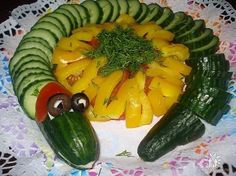 Fruit and Vegetable Carving Ideas, Patterns and Templates. Creative Carvings for Kids / Fruit, Vegetable and Pumpkin Carving Art - Ideas, Patterns and Templates Vegetable Decoration, Food Decoration, Fruit And Vegetable Carving, Veggie Tray, Meat Cheese Platters, Salad Design, Cut Recipe, Fruits For Kids, Crudite