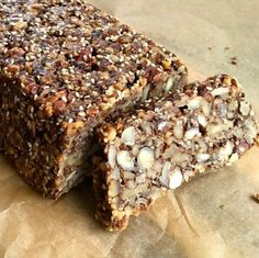 Nå har jeg bakt et av de mest vellykkede brødene noensinne, også. Paleo Banana Bread, Banana Bread Recipes, Paleo Bread, Lchf, Low Carb Recipes, Baking Recipes, Norwegian Food, Raw Cake, Yogurt Smoothies