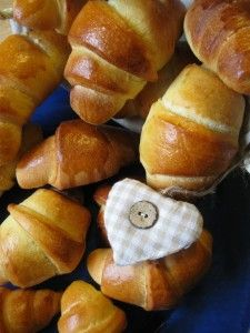 Croissant di pan brioche con pasta madre