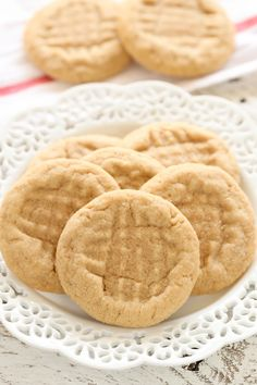 Soft Peanut Butter Cookies Recipes These soft peanut butter cookies are easy to make, full of peanut butter flavor, and don't require any dough chilling! Cuisine : Am. Soft Peanut Butter Cookies, Peanut Butter No Bake, Peanut Butter Granola, Cream Cheese Cookies, Sugar Cookies, Cookies Soft, Peanut Cookies, Ginger Cookies, Oatmeal Cookies