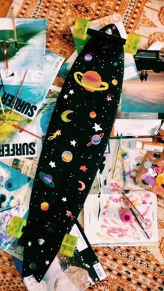 Hey guys for today's post I want to share with you some ideas of what you can do during summer, such as painting! Penny Skateboard, Painted Skateboard, Skateboard Deck Art, Skateboard Design, Custom Skateboards, Cool Skateboards, Art Grunge, Longboard Design, Cute Paintings