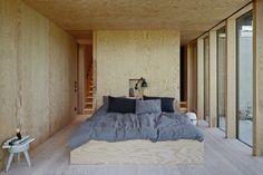 murs et plafond en contreplaqué