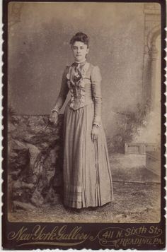 Pretty Young Woman in Beautiful Fashion Outfit Accessories Reading PA NY Gallery   eBay