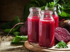 Men's Health Smoothie with Maca Powder, 2 scoops maca 1 scoop turmeric 24 oz. raw pumpkin seeds ½ pomegranate fruit of seeds ½ cup blueberries 2 tomatoes 1 carrot ½ apple ½ small red beet, peeled ½ lime Turmeric Smoothie, Smoothie Detox, Juice Smoothie, Smoothie Drinks, Abc Juice, Detox Verde, Beet Kvass, Acerola, Smoothie Recipes