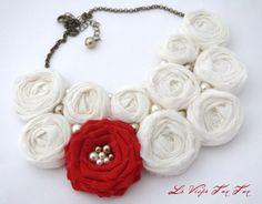 collar babero con rosas