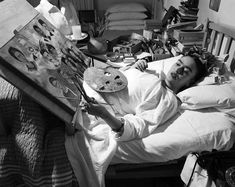 Intimate Photographs of Frida Kahlo Painting on Her Bed During the – PolyTrendy Frida Kahlo was born in Coyoacan, Mexico on July Diego Rivera, Fridah Kahlo, Kahlo Paintings, Munier, Frida And Diego, Frida Art, Mexican Folk Art, Famous Artists, Art History
